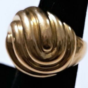 14K Y Gold Large swirl Dome Ring Size 7